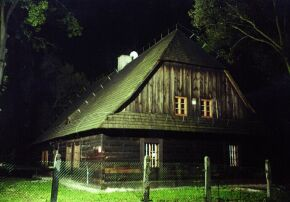 Kliknij, aby powiększyć opis: Zabytkowa chata w Kielczy rozmiar: 1,33 KB pobrań: 11744 data: 2005-06-17 13:24:26