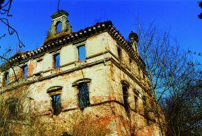 Kliknij, aby powiększyć opis: Ruiny zamku w Ujeździe rozmiar: 1,76 KB pobrań: 10968 data: 2005-06-10 14:50:08