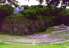 Kliknij, aby powiększyć opis: Amfiteatr - Góra Św. Anny rozmiar: 1,56 KB pobrań: 11708 data: 2005-06-15 09:04:46